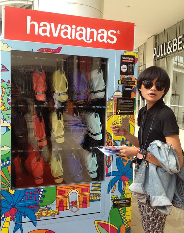máquina vending chancletas de piscina