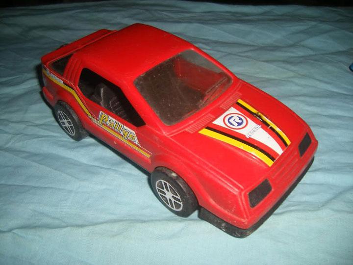 coche-juguete-antiuguo