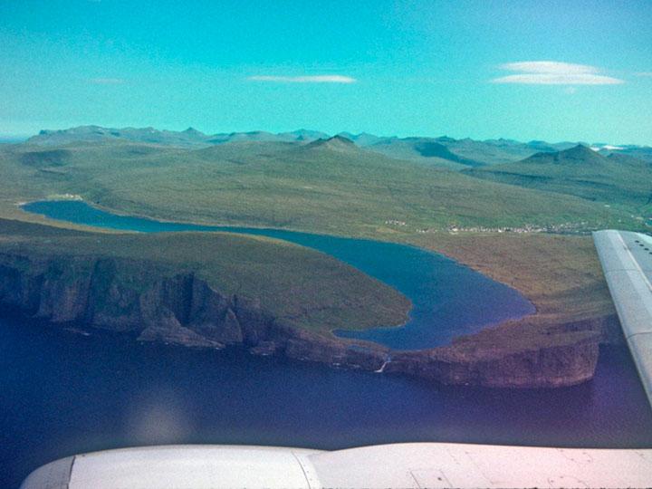lago-sorvagsvatn-dos-niveles