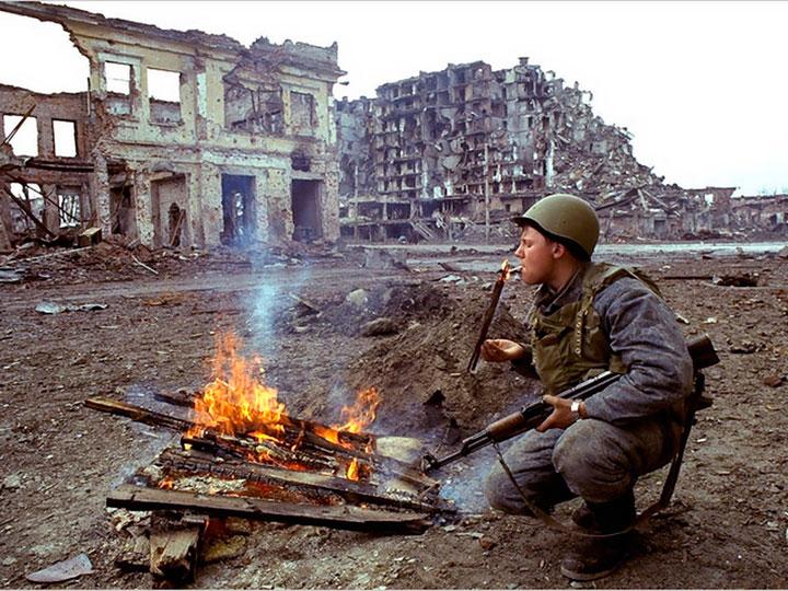 soldado-encendiendo-cigarro