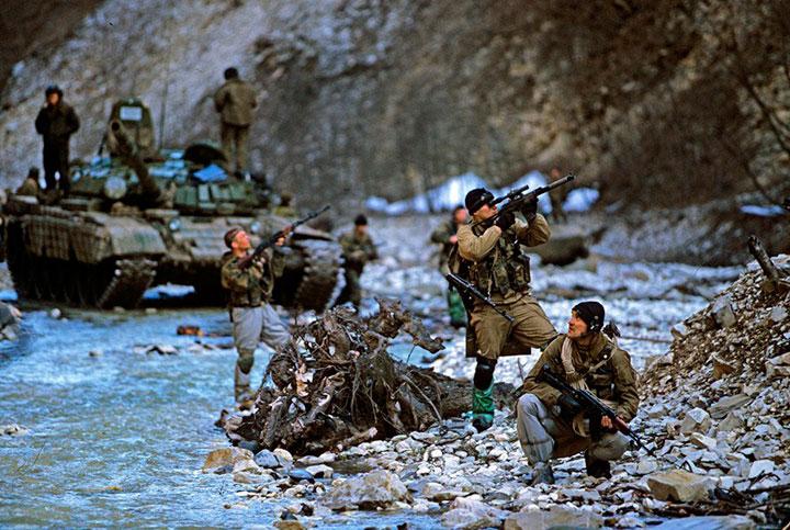 soldados-asegurando-terreno