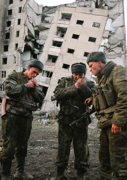 soldados-fumando-chechenia