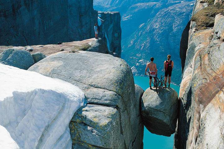 roca-kjerag-lugares-turisticos-miedo