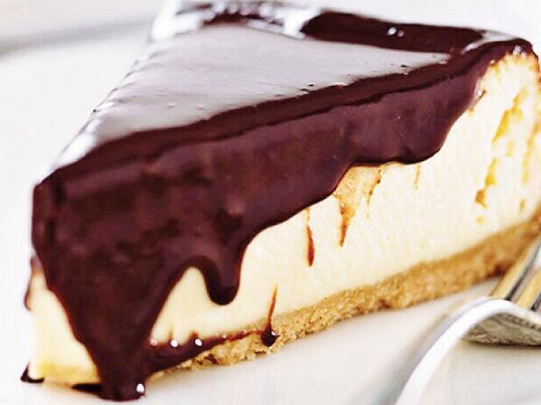cheesecake-chocolate-blanco-con-chocolate-negro-derretido