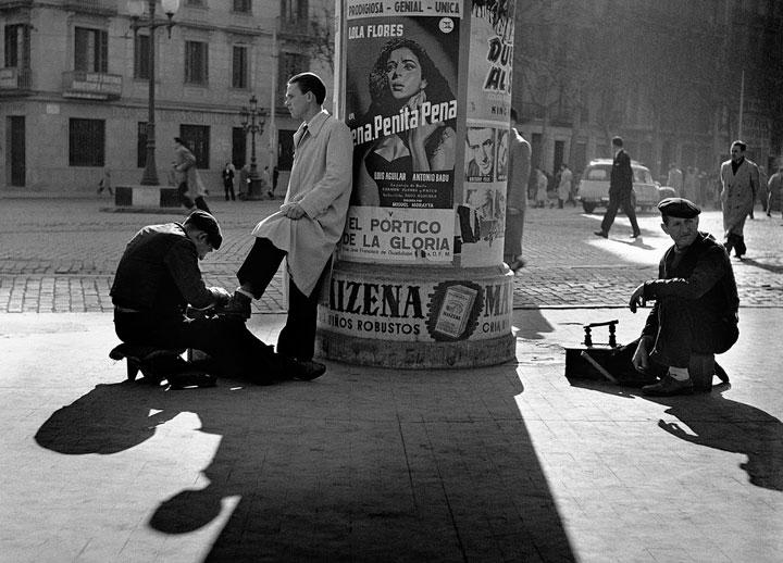 Limpiabotas 1954 en la Gran Vía de Barcelona