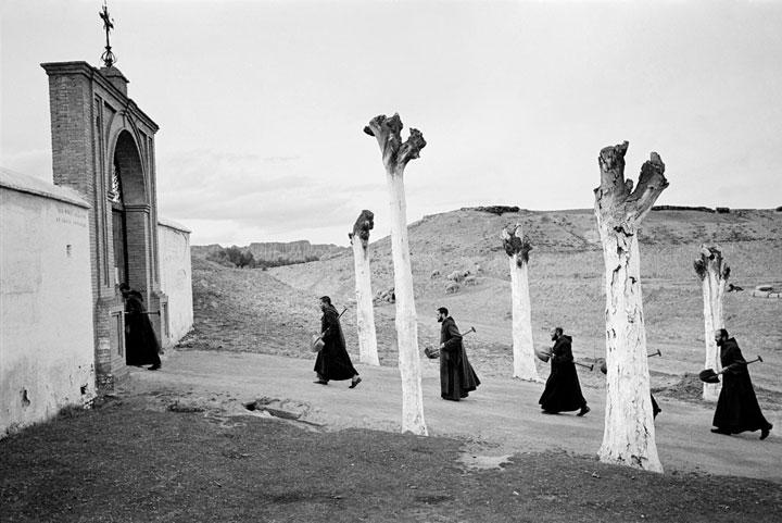 Monjes volviendo al convento en Guadix 1959