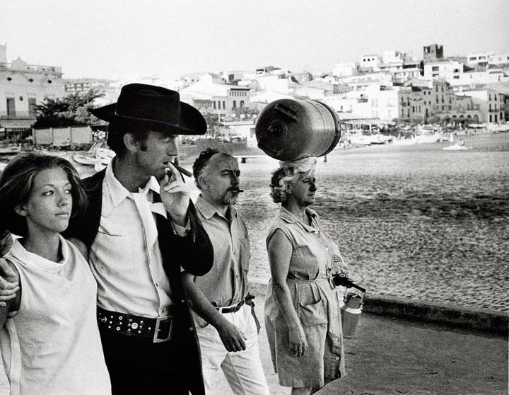 Paseando tranquilamente por Cadaqués, Girona 1966