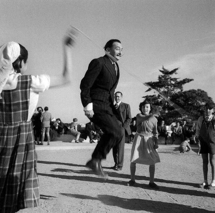 Dalí en el Parc Guell de Dalí en 1953
